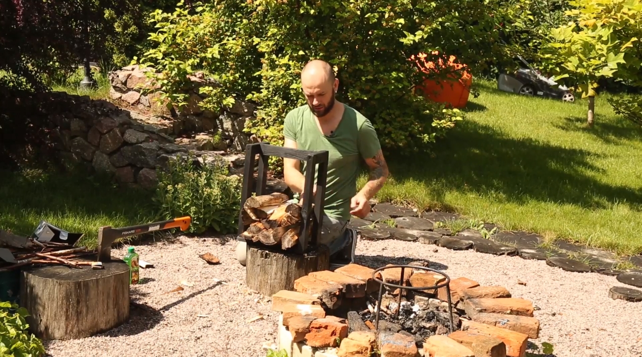 Do it yourself firewood holder. Video master class (in Ukrainian).