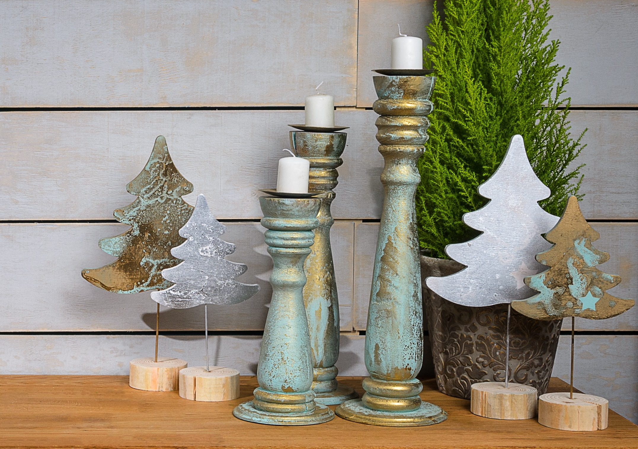 Adding patina to wooden decor