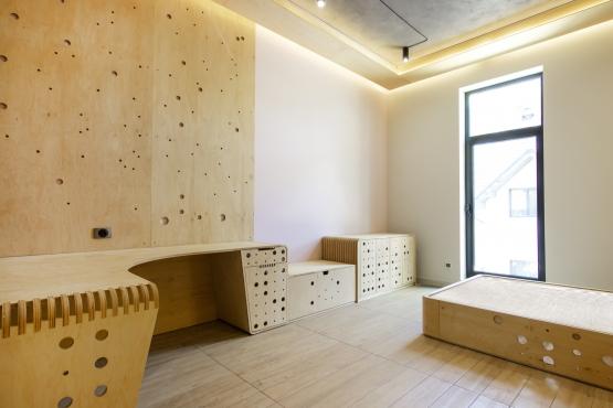 Меблі та інтер'єрні конструкції
