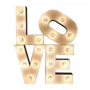 3D-слово с лампочками LOVE